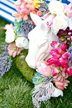 Pretty posies and ceramic horsies make for a beautiful centerpiece. #kentuckyderby #derbyday #diyparty #runfortheroses