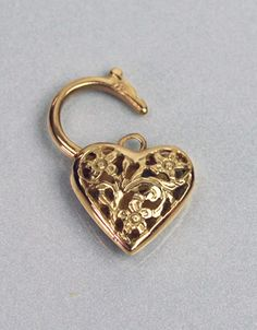 Yellow Gold 18kt chain link necklace measuring 16.5 inches long accompanied by a an Italian custom 18kt (750) beautiful solid heart shaped locket