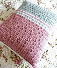 Annie's Place: Stripy cushion ta-dah!