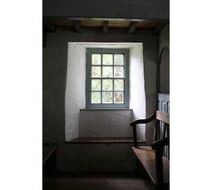 Pen-rhiw-Chapel-St Fagans-window-seat-Welsh-Vernacular