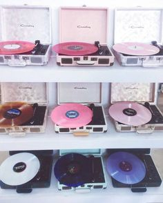 vibes S pra comear o dia na vibes n nahca - Music Aesthetic, Aesthetic Bedroom, Aesthetic Grunge, Aesthetic Vintage, Aesthetic Photo, Pink Aesthetic, Aesthetic Pictures, Vintage Music, Retro Vintage