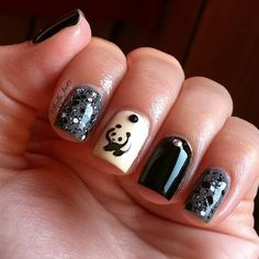 Instagram @Kells_Hotz #nails #fashion #makeup #wwf #panda #black #white #glitter