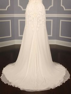 This 100% Authentic, New Naeem Khan Sevilla FB006 Discount Designer Wedding Dress has subtle beading which gives this gown just a touch of sparkle! The gown is the perfect combination of elegance & sweetness! Now up to 90% Off Retail! #naeemkhan