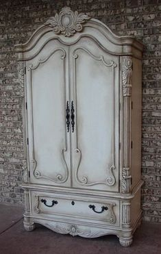 Antique Furniture LuxTouch Vintage Furniture & Decor ~ With Louise May Heath. Distressing Chalk Paint, Distressed Furniture Painting, Chalk Paint Furniture, Furniture Projects, Custom Furniture, Furniture Decor, Bedroom Furniture, Chalk Paint Wardrobe, White Distressed Furniture