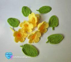 Crochet flower bouquet (Golden Trumpet Vine) Free Pattern - Crochet For You Crochet Puff Flower, Crochet Flower Tutorial, Crochet Flower Patterns, Crochet Designs, Crochet Flowers, Crochet Borders, Crochet Motif, Easy Crochet Projects, Unique Crochet
