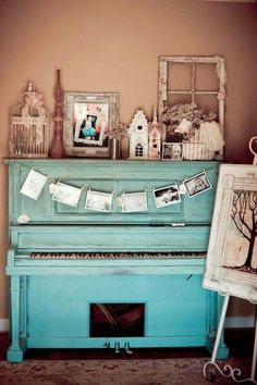 This piano is symbolic to me; it reminds me that reading is a process. We watched a video in READ that compared reading to a piano. Reading is more than just reading letters off of a page.its a complicated process. Vintage Party, Vintage Love, Vintage Decor, Vintage Display, Vintage Air, Vintage Stuff, Painted Pianos, Painted Furniture, Vieux Pianos
