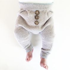 Excellent Pic knitting for kids pants Suggestions Stricken Kinderhosen-Modelle Knitted Baby Clothes, Baby Kids Clothes, Knitting For Kids, Baby Knitting Patterns, Baby Outfits, Baby Boy Fashion, Kids Fashion, Pull Bebe, Baby Pullover