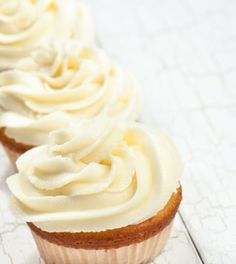 Mit dem Frosting-für-Cupcakes-Grundrezept hat man eine Basis für phantasievolle Kreationen. Die Zubereitung des Rezepts ist ganz einfach und braucht nicht viel Zeit.