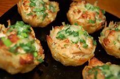 Tartlets potato with chicken fillet under garlic-cheese sauce / Culinary Universe Garlic Cheese, Cheese Sauce, Garlic Sauce, Sauce Recipes, Chicken Recipes, Cooking Recipes, Cooking Food, Good Food, Yummy Food