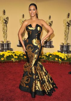 Pin for Later: 85 Unforgettable Looks From the Oscars Red Carpet Beyonce at the 2009 Academy Awards In Beyonce represented her own line when she wore this black and gold House of Dereon mermaid gown. Oscar Dresses, Gala Dresses, Red Carpet Dresses, Evening Dresses, Mermaid Gown, Mermaid Dresses, Beyonce Vestidos, Formal Gowns, Strapless Dress Formal