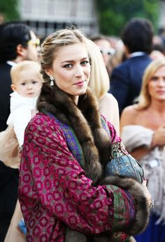 Beatrice Borromeo attending the wedding ceremony of Noor Farès and Alexandre Khawam earlier this month. Beatrice and her fiance, Pierre Casiraghi will have their civil wedding ceremony on July Andrea Casiraghi, Charlotte Casiraghi, Beatrice Casiraghi, Estilo Fashion, Fur Fashion, Royal Fashion, Kimono Fashion, Beatrice Borromeo, Boho Chic