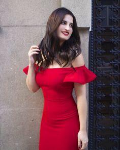 Gracias a todos por los comentarios tan bonitos que he recibido con motivo de mi nuevo look me alegro que os guste el cambio. Estoy encantada de morena!  Os dejo con nuevo look os enseño este vestidazo con los hombros al descubierto de @etxartpanno (link en BIO) #brunettegirl #reddress #womaninred #dress #igers #igersmadrid #fashionblog #instapic #fashiongirl by amaraslamoda