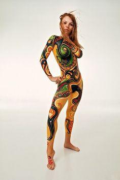 Desde el número de Playboy de marzo de 1968, el arte de la pintura corporal por Mario A. Casilli. Casilli (1931 - 2002) fue fotógrafo para la revista Playboy.