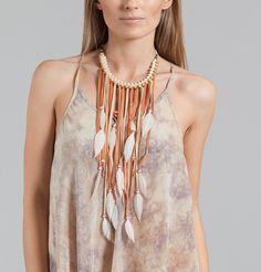 Collier Oxana  Stéphanie Vaillé    Collier en plumes, perles et cuir rose.