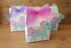 Unicorn! What more do I need to say? Add these perfect unicorn favors to your party. Perfect to hold small toys or colorful candy!  Sold in sets of 10.  Each box measures about 5.5 inches tall by 4.25 wide with a depth of 2 inches. On the front is a cute colorful unicorn and the box is tied shut with your choice of pink, purple or light green tulle. Containers come empty so you can put whatever you would like it. Container itself is made from 65lb shimmer white cardstock. International…