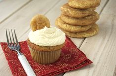 Snickerdoodle Cupcakes just rediscovered my live for the Cookie so def like this idea
