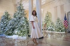 You look like an angel! Melania Trump unveils the first Trump Christmas White House - and gets the ultimate compliment from one of her young guests The White House unveiled its Christmas decorations on Monday Trump Melania, First Lady Melania Trump, Trump Christmas, Christmas In July, Christmas 2017, Christmas Trees, Christmas Outfits, Christmas Carol, Donald And Melania