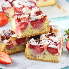 Roquefort mini cakes, smoked walnuts and bacon - Clean Eating Snacks Cheap Clean Eating, Clean Eating Snacks, Cold Cake, Salty Cake, Strawberry Cakes, Baking Tins, Cake Tins, Savoury Cake, Mini Cakes