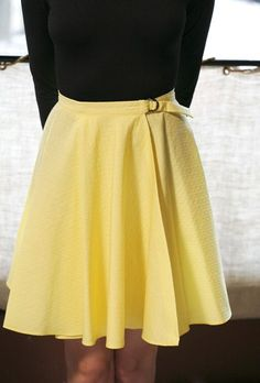 Here's an easy to make circle skirt that you'll love! Follow this wrap skirt tutorial to make this patternless skirt with ease by BurdaStyle- Sewtorial