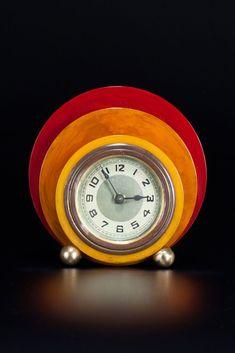 Rare geometric New Haven Clock Tri-Color Catalin Bakelite disc design. Nostalgia Art, Father Time, Art Deco Pattern, Art Deco Design, Art Nouveau, Color Schemes, Grandfather Clocks, Antiques, Time Warp