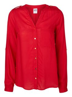 Loose shirt in a deep red from VERO MODA. #veromoda #red #shirt #fashion #style