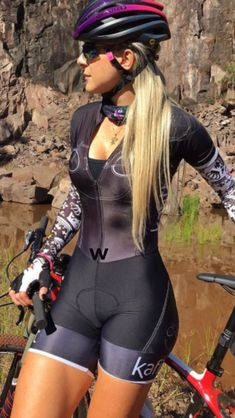 As a beginner mountain cyclist, it is quite natural for you to get a bit overloaded with all the mtb devices that you see in a bike shop or shop. There are numerous types of mountain bike accessori… Women's Cycling, Cycling Wear, Cycling Girls, Cycling Outfit, Cycle Chic, Bicycle Women, Road Bike Women, Bicycle Girl, Sport Outfit