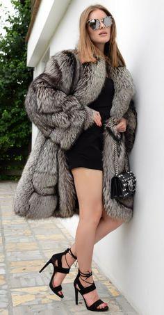Picture 9 of 9 Sexy Outfits, Chic Outfits, Chinchilla Fur Coat, Fox Coat, Great Women, Fur Fashion, Long Jackets, Fox Fur, Fur Jacket
