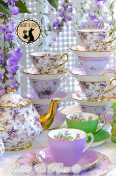 Shabby Vintage, Vintage Teacups, Tea Sets Vintage, Silver Tea Set, Antique Tea Cups, China Tea Sets, Teapots And Cups, My Cup Of Tea, Cafe Bar