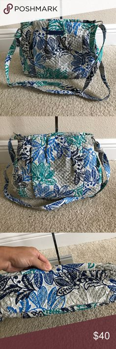 """VeraBradley SignaturePrint HadleyCrossbody Handbag Like new. Color Santiago. Style: Hadley Lightweight, one zip pocket, silvertone hardware, crossbody design Interior zip pocket and two slip pockets Measures approximately 12-1/2""""W x 10""""H x 3-1/2""""D with a 14-1/2"""" to 28"""" strap drop; weighs approximately 7 oz Face 100% cotton; fill/trim 100% polyurethane; lining 100% cotton; zipper pulls 100% polyurethane plaque Vera Bradley Bags Crossbody Bags"""