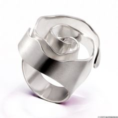 "Ring | Andrea Pineros.  ""Fleur"""