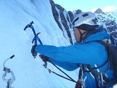 El alpinista japones Kazuya Hiridae piolet de oro del 2009 visito el año pasado el Pirineo. Tuve la suerte de guiarle en un tour de escaladas por el Pirineo. En Gavarnie hicimos Frezante.