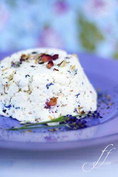 Goat cheese with elderflower, lavender, poppy, violet, rose, cornflower, orange flower, marigold and chervil petals.