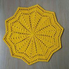 Lovely Crochet Doily Rug By Crochet Doily Rug, Free Crochet Doily Patterns, Crochet Placemats, Crochet Carpet, Crochet Circles, Crochet Squares, Crochet Home, Love Crochet, Filet Crochet