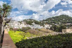 Conseils pour visiter Naples en 6 jours - JDroadtrip.tv, Voyager au féminin Golf Courses, Mansions, Tv, House Styles, Advice, Villas, Tvs, Palaces, Mansion