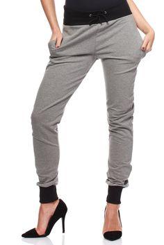 Spodnie dresowe to jedne z wygodniejszej części garderoby damskiej, które sprawdzają się zarówno przy bardziej dynamicznym i energicznym trybie życia, jak i spokojnym. Zapewniają wyjątkową swobodę ruchu, przy czym jednocześnie mogą pełnić funkcję cieplejszej odzieży zimowej.