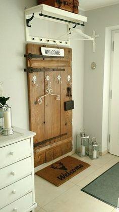 Gästegarderobe diy - DIY Home Decor - Dekoration External Staircase, Sweet Home, Diy Casa, Diy Wardrobe, Wooden Staircases, Old Doors, Diy Furniture, Small Spaces, Diy Home Decor