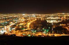 Vista nocturna de Ensenada, Baja California, México