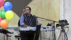 Ensayos para el Homenaje al Dr. Diaz-Pabon y La Biblia Del Pescador en su cumplea~nos.  O.J. Dominguez con otro integrante del Ministro Musical de Capilla Del Rey