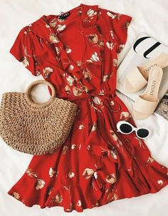 Street Style Looks Your Wardrobe Needs This Spring Find and save ideas about spring style on Women Outfits. Mode Outfits, Fashion Outfits, Fashion Clothes, Womens Fashion, Stylish Clothes, Stylish Dresses, Summer Outfits, Casual Outfits, Dress Summer