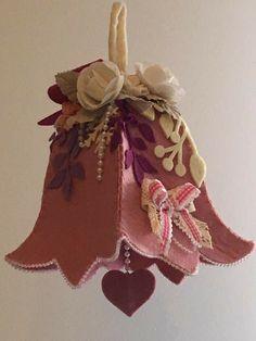 Felt Christmas Ornaments, Handmade Christmas, Christmas Crafts, Felt Decorations, Christmas Decorations To Make, Felt Crafts Patterns, Crochet Baby Cocoon, Diy Ostern, Jingle All The Way