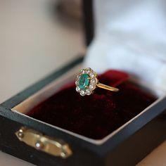 Old gold ring 750 18k 18 carats daisy emerald by OmniEva on Etsy