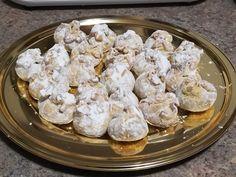 Desert boccelute cu bezea si nuca din categoria Dulciuri. Specific Romania. Cum sa faci Desert boccelute cu bezea si nuca Chicken, Meat, Food, Beef, Meals, Yemek, Cubs, Eten