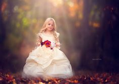 girl and flower Little Girl Pictures, Cute Baby Pictures, Baby Photos, Princess Photo, Little Princess, Girl Photography, Children Photography, Photography Ideas, Beautiful Children