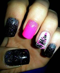 Black and Pink Christmas nails♡