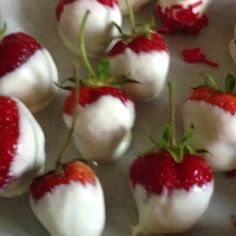,,, add red sugar on the tips to mimic the Canadian flag Canada Day Party, Canada Day 150, Happy Canada Day, Canada Eh, Canadian Party, Canadian Food, Canadian Recipes, Canada Celebrations, Canada Day Crafts
