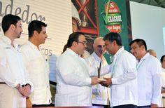 Al inaugurar la Semana del Emprendedor 2013 ¡Si es de Veracruz, es tuyo!, el gobernador Javier Duarte de Ochoa entregó el Premio Veracruzano de la Calidad 2013 a quienes han destacado por su aporte a la vida económica del estado.