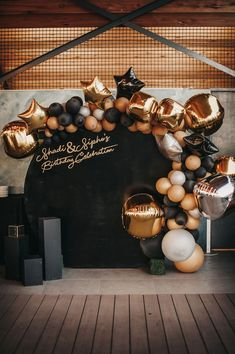 Birthday Balloon Decorations, Birthday Backdrop, Birthday Balloons, 18th Birthday Party, Gold Birthday, Birthday Party Themes, Black And White Balloons, Black And Gold Theme, Black Gold