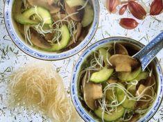 Kínai, uborkás gombaleves, rizstésztával Wok, Pickles, Cucumber, Pickle, Zucchini, Pickling