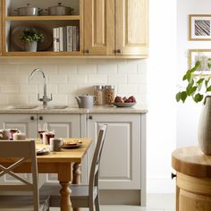 Burbidge's Kinsale Kitchen in Natural Oak and painted in Cashmere - Helmsdale Table in Natural Oak