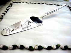 Tortenschaufel mit Namensgravur der Brautleute von Damast-stahl der Hochzeitshop von SECRET GARDEN auf DaWanda.com
